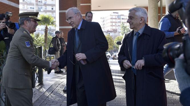 El presidente del PP andaluz, Juanma Moreno, en compañía de su esposa.