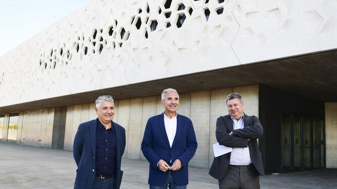 Juan Antonio Álvarez, Miguel Ángel Vázquez y Álvaro Rodríguez Fominaya, ayer, ante en C3A.
