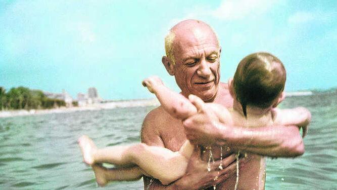 1. Pablo Picasso retratado a todo color por el fotoperiodista Man Ray. 2. Un fragmento de friso hallado en el mausoleo de Halicarnaso que presta el British. 3. Obra de Francis Picabia incluida en la muestra