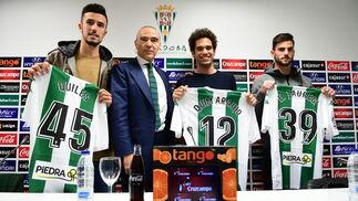 Quiles, Araujo y Jauregi, junto a Oliver.