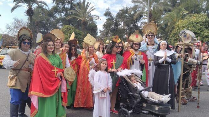 Miembros de la chirigota Con la Iglesia habéis topado, ganadora del certamen.
