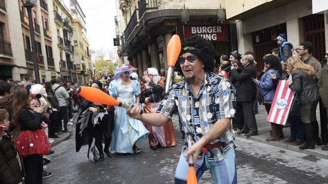 Algunos de los integrantes de la comitiva carnavalesca.