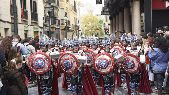 Un momento de la actuación del grupo Moracantana, de Badajoz, en el desfile.