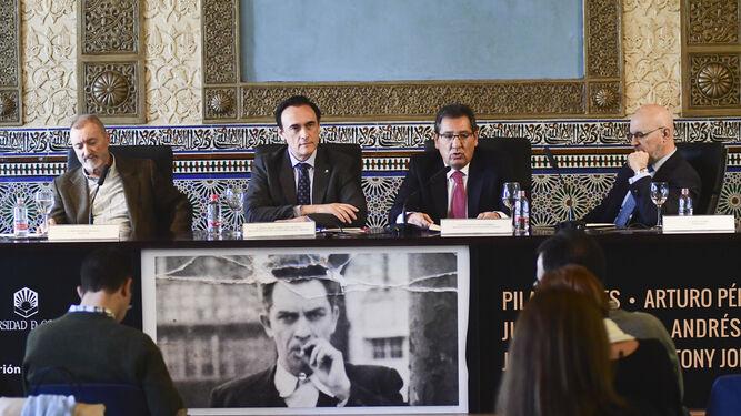 Arturo Pérez-Reverte, José Carlos Gómez Villamandos, Antonio Pulido y Jesús Vigorra, en la inauguración de las jornadas.