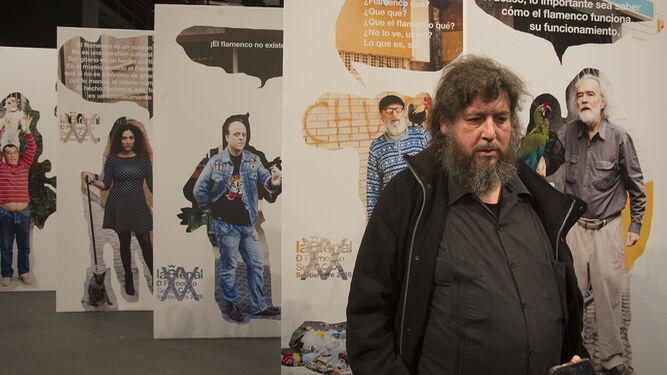 El artista y escritor Pedro G. Romero (Aracena, 1964), ayer en la presentación de su diseño para la XX edición de la Bienal de Flamenco.