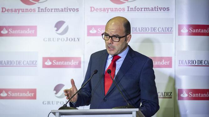 El director territorial de Banco Santander en Andalucía, Justiniano Cortés, ayer en el desayuno informativo.