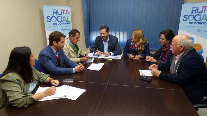 María Jesús Serrano, Antonio Ruiz y Antonio Hurtado, ayer en la sede del PSOE.