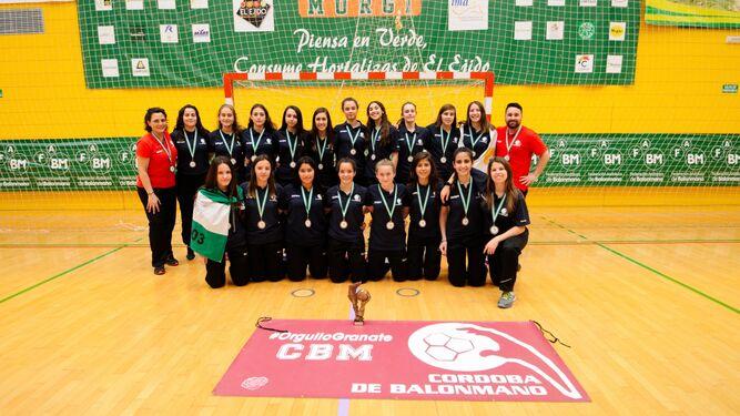 El equipo femenino del Cajasur, el Smurfit Kappa, que quedó tercero.
