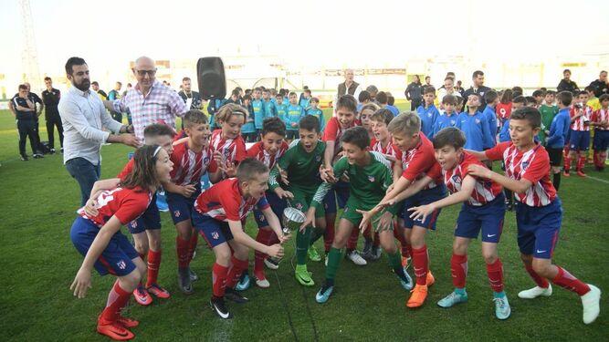 El Atlético de Madrid logró el trofeo en categoría alevín.