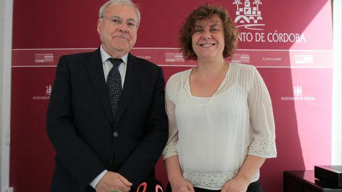 Emilio Aumente y Alba Doblas, antes de informar sobre la Junta de Gobierno.