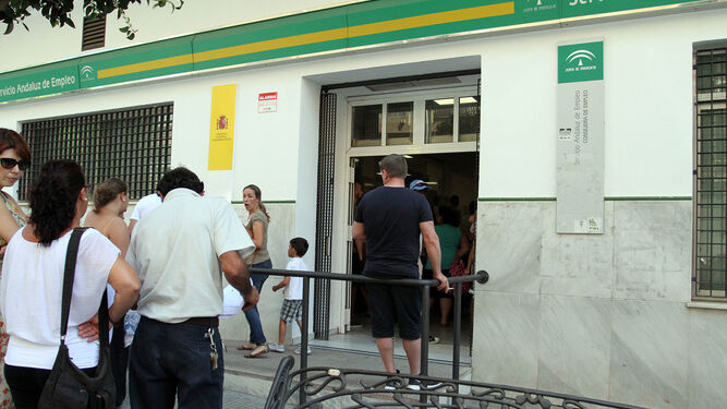 Paro el desempleo cae en personas en andaluc a for Oficina sae cordoba