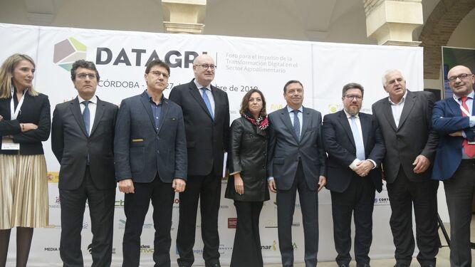 Las instituciones, durante la inauguración de Datagri.