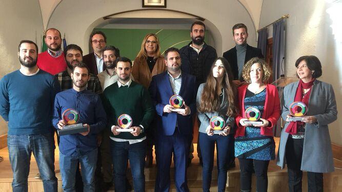 Foto de familia de los galardonados con los Premios Córdoba Joven 2018