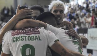 99e53e44e Los jugadores del Córdoba CF Futsal celebran uno de sus goles ante el Rivas  Futsal.
