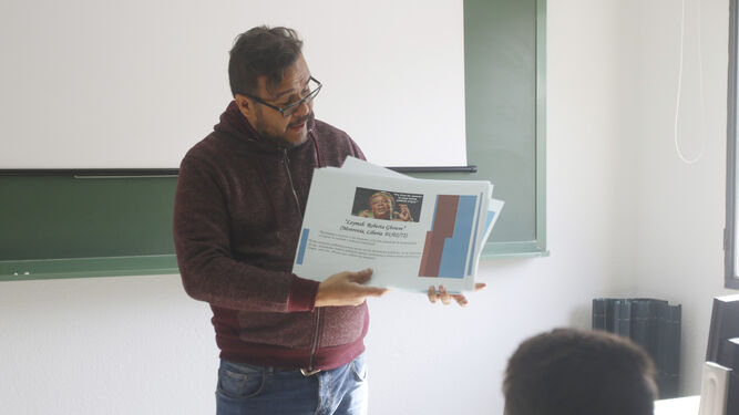 Erling Joel Bracho Pérez, durante una de sus clases de religión Evangélica.