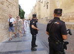 Un total de 400 agentes de Policía Nacional y Guardia Civil vigilarán este verano la provincia de Có ...