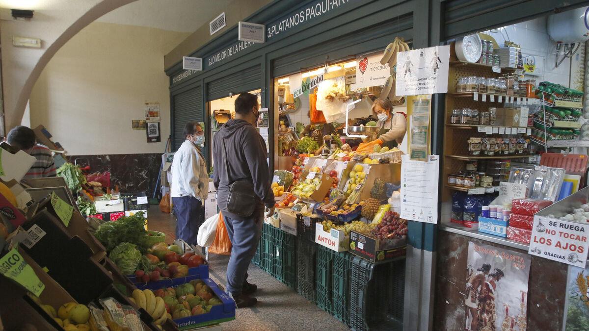 El mercado del Marrubial reabre este martes tras someterse a una desinfección anti covid
