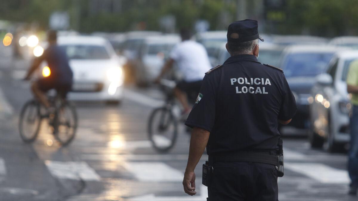 La Policía Local de Córdoba empieza a multar a quien incumpla el toque de queda