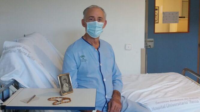 Antonio Velázquez, en su habitación del Hospital Reina Sofía.