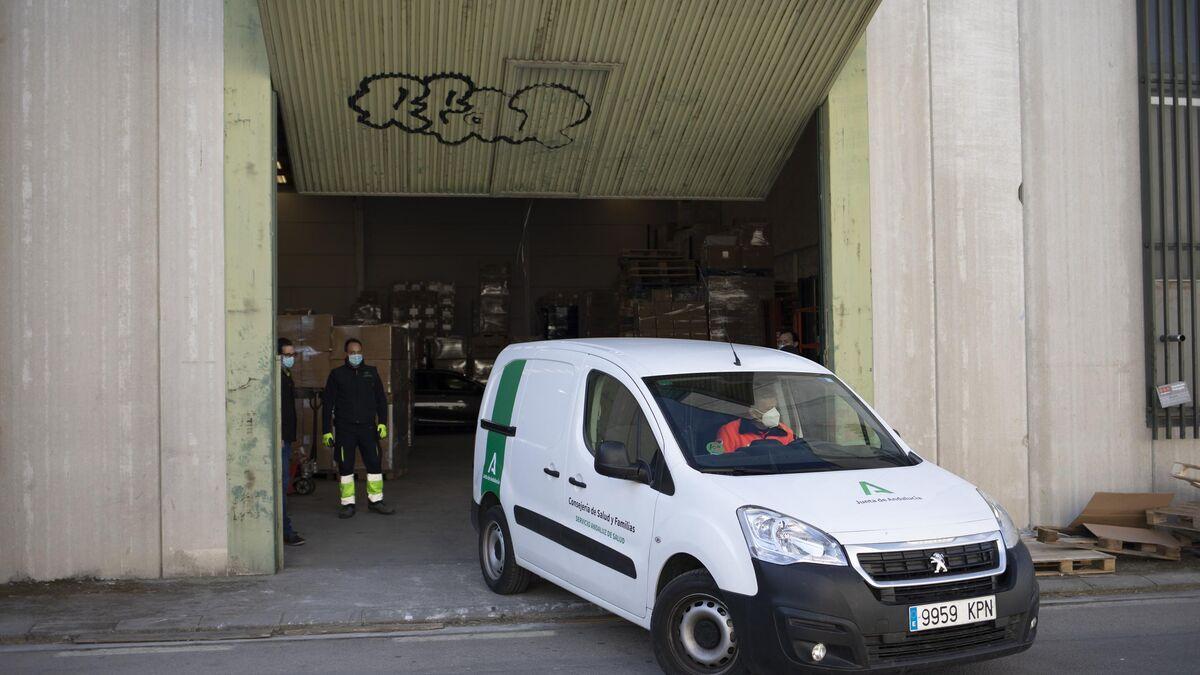 La furgoneta con las vacunas sale de Granada.