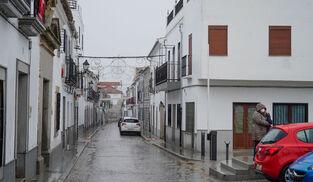 Una calle vacía en Añora.