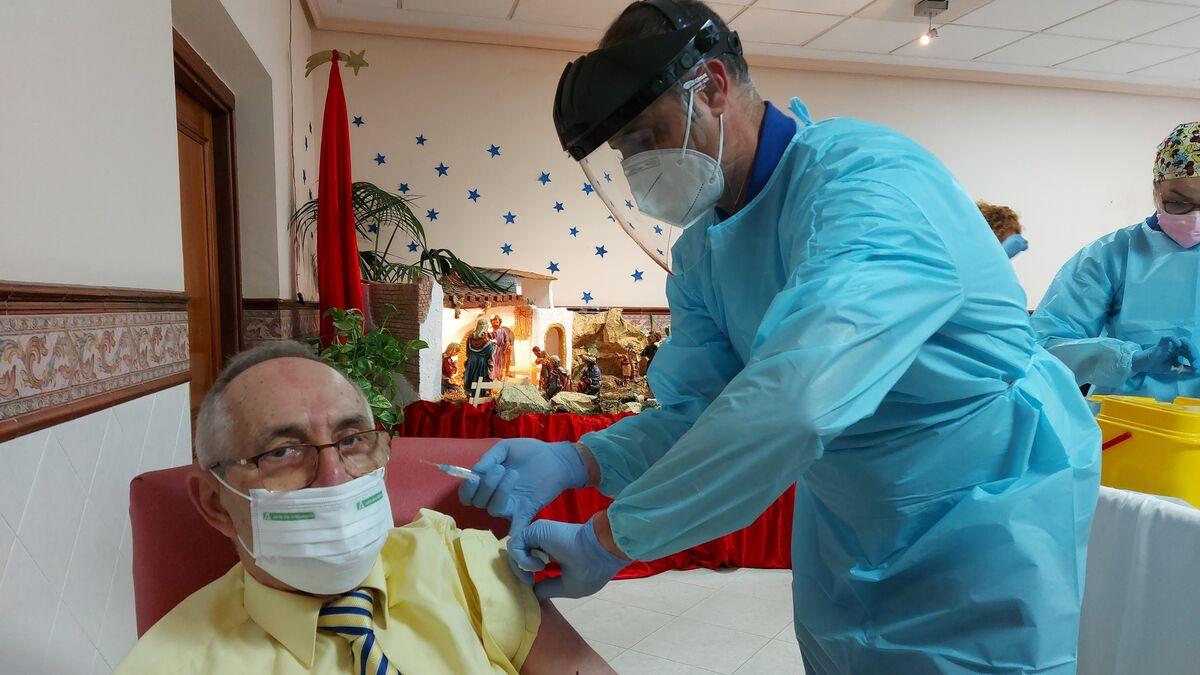 Coronavirus Córdoba: Salud iniciará en una semana la segunda ronda de vacunación tras alcanzar a todas las residencias