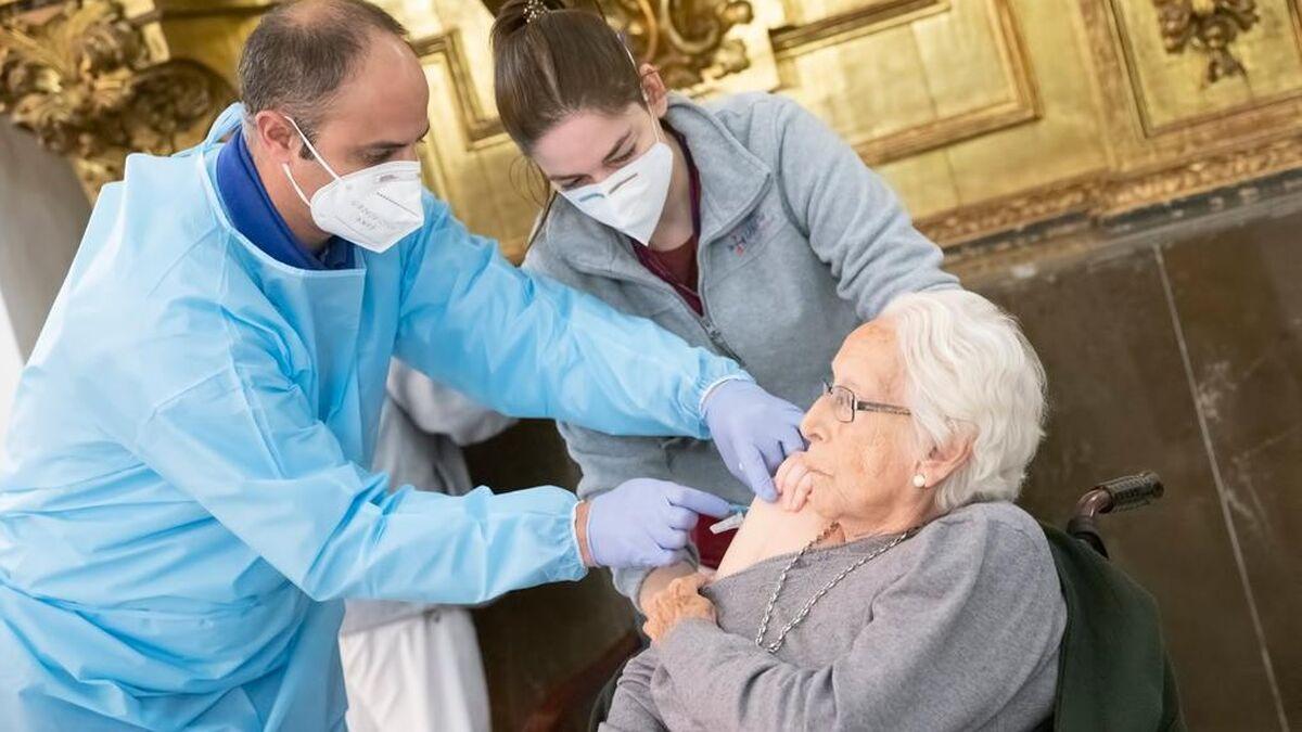 Vacunación en la residencia San Juan de la Cruz.